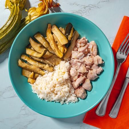 Bocconcini di pollo al limone e zenzero, riso basmati e stick di zucchine
