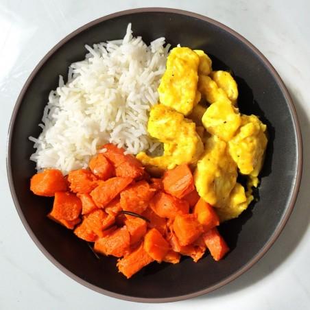 Bocconcini di pollo al mild curry, riso basmati e zucca