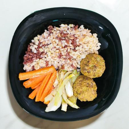 Polpette di lenticchie rosse, carote e finocchi al forno e mix di cereali