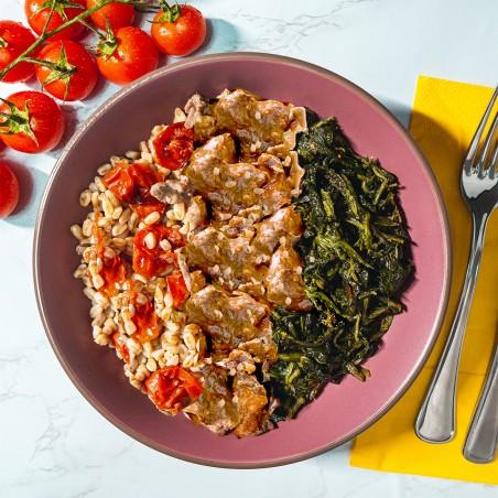 Spezzatino di manzo con nocciole, farro integrale con pomodorini e cicoria ripassata
